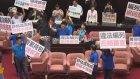 Tayvan Parlamentosu'nda Koltuklar Havada Uçuştu