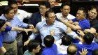 Tayvan'lı Milletvekillerinin Birbirine Girmesi