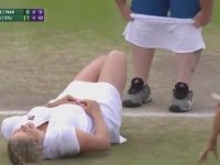 Kim Clijsters'ın Hayranına Eteğini Giydirmesi