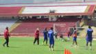 Peru Ligi'nde teknik direktör futbolcunun üzerine yürüdü!