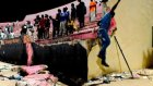 Senegal'de stadyum duvarı çöktü: 8 kişi hayatını kaybetti...