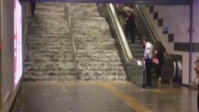 Gayrettepe Metrosunun Şelaleye Dönmesi