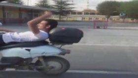 Sırtüstü Yatarak Motorsiklet Kullanmak - Afyonkarahisar