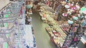 6.3'lük Deprem Anı Güvenlik Kamerasında! (21 Temmuz 2017)