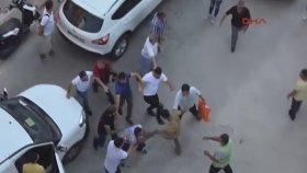 Mersin'de Trafikte Yumruklu Tekmeli Yol Verme Kavgası