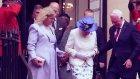 Kanada Valisi David Johnston'un Kraliçenin Kolundan Tutması