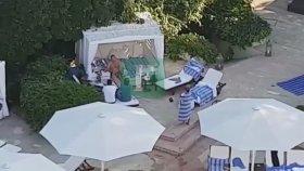 Östersunds Faciasından Sonra Tudor'un Otelde Havuz Keyfi Yapması