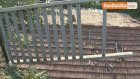 Freni Boşalan Araç Evin Üstüne Uçmaya Ramak Kala Yol Kenarında Asılı Kaldı