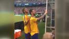 Neymar ile Messi Tribünde Bir Şey Görürse!