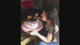 Doğum Gününde Malafatlı Pasta Hüpleten Hatun ( 18)