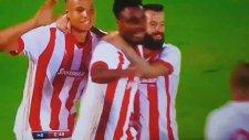 Emenike'nin Olympiakos formasıyla Partizan'a attığı gol