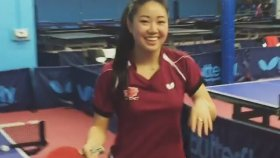 Lily Zhang'ın Masa Tenisi Gösterisi