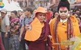 Bülent Ersoy'u Buda Sanıp Önünde Eğilmek