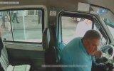 Durak Harici İndirmediği İçin Yumruk Yiyen Minibüs Şoförü