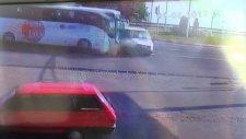 Yolcu Otobüsü Kamyoneti Altına Alıp Çay Ocağına Daldı