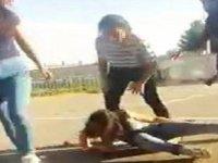 Sivas'ta Liseli Kızların Kavgası (La Özlem Bırah La)