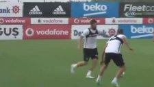 Beşiktaş'ta Negredo'dan idmanda müthiş aşırtma golü