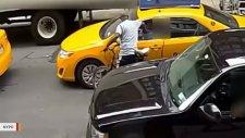Taksi Şoförlerini Dövüp Kaçan Psikopat