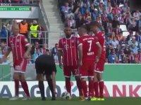 Ribery'nin Kadın Hakemin Ayakkabısının Bağcığını Çözmesi