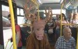 Geyik Kılığında Belediye Otobüsüne Binmek
