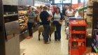 Koyunuyla Alışveriş Yapan Adam