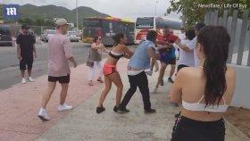 Turist Çiftin Otobüs Şoförünü Tekme Tokat Dövdü