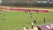 Maç Esnasında Telefonla Konuşarak Sahadan Geçen Görevli (Sinopspor-Amasyaspor)