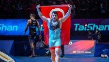 Milli Güreşçi Rıza Kayaalp Dünya Şampiyonu Oldu