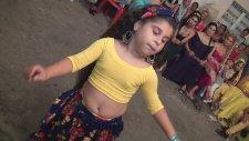İzmirli Kız Çocuğunun Ankara Havasıyla Döktürmesi