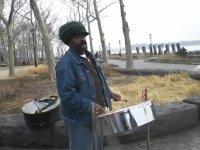ABD'de Bir Sokak Müzisyeninden İstiklal Marşı