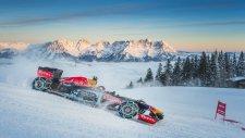 Formula 1 Aracı İle Kar Üstünde Muhteşem Gösteri