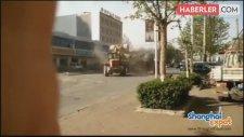 Buldozer Görülmemiş Bir Meydan Muharebesi Yaptı